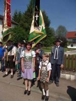 Schützenkönigin Inge und Jugendkönig Sandro in Tracht