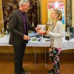 Erwin ehrt Judy als Jugendkönigin 2016